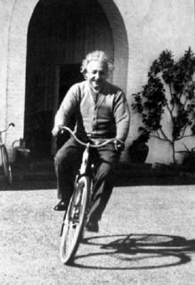 Einstein a bicyclette
